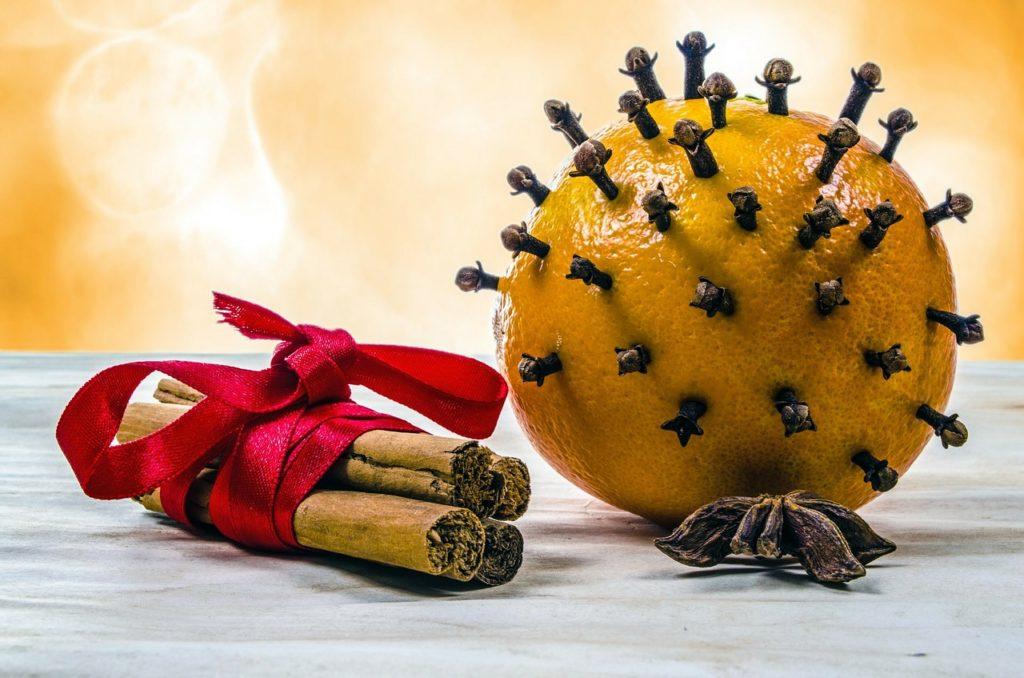 parfums d'hiver astuces naturelles orange clou de girofle Noël