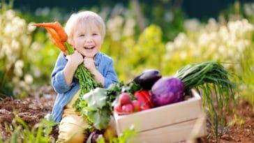 enfants jardiner jardin